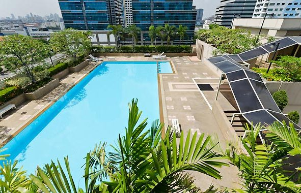 grand-park-view-asoke-swimming-pool